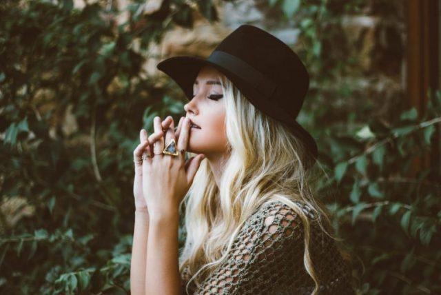 8 Características de las personas que prefieren estar solas
